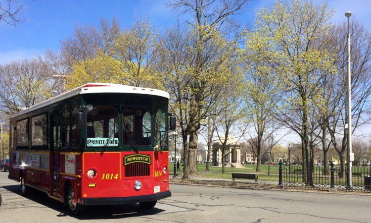 Salem Trolley next to the Salem Common