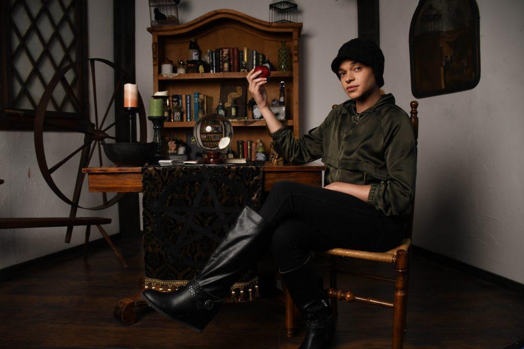 Billie Demond, Witch Pix